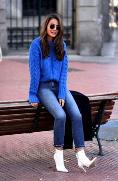 Blue Ankle Boats Outfit Winter Jeans Ideas For 2019 Casual Winter Outfits, Jeans Outfit Winter, Winter Outfit For Teen Girls, Casual Outfits For Moms, Winter Boots Outfits, Winter Outfits Women, Winter Outfits For Work, Outfit Summer, Blue Sweater Outfit