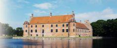 Rosenholm, Slot ved Hornslet 21 km nordøst for Aarhus.