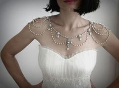 A glamorous Victorian inspired shoulder necklace with pearls and rhinestones from mylittlebride via etsy. #vintagejewelry #shouldernecklace