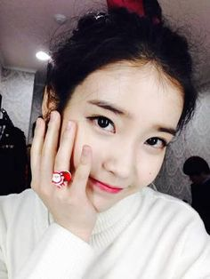 IU, 'Flower Smile' Christmas Selfie For Fans Christmas Selfie, Iu Twitter, Twitter Update, Selfies, K Pop Star, Korean Makeup, Korean Actresses, Her Music, Celebs