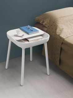 A Side Table Inspired by Smartphone Apps