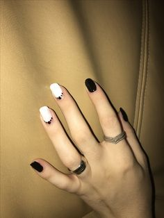 Black and white nails. 2018 trend