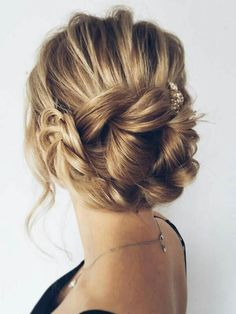 Chic and modern wedding hairstyle! find your dream wedding gown www.customdreamgowns.com