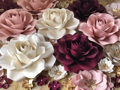 I can look at this beautiful set all day, I love it. 😍Ivory Burgundy Blush and Champagne paper flowers - New Deko Sites