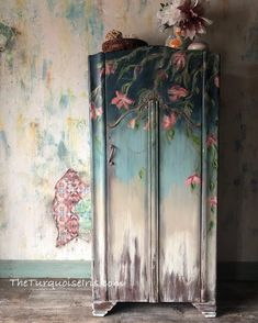 And, she's ready. The Secret Garden hand painted with from And, she's ready. The Secret Garden hand painted with from – Mobilier de Salon