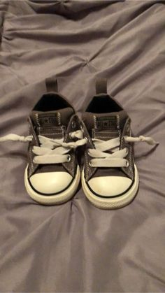 meet 211f4 2936b Toddler Boys Converse Chuck Taylor No Tie Shoes. Size 6  fashion  clothing
