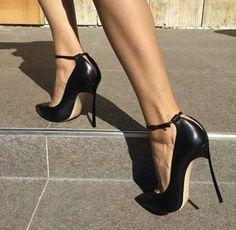 Stiletto #shoes #sandals #fashion #stiletto #vanessacrestto #style