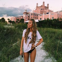 Find images and videos about girl, fashion and summer on We Heart It - the app to get lost in what you love. Aspen Mansfield, Summer Goals, How To Pose, Beach Pictures, Looks Cool, Pretty People, Summer Vibes, Summertime, Surf