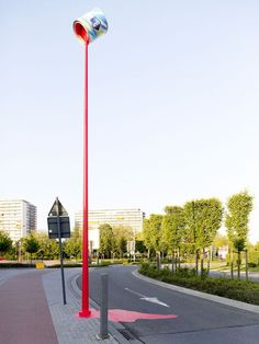 Laut Quelle eine Außenwerbung der  Agentur King George aus Belgien für einen Hersteller von Farbe.