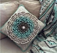 Transcendent Crochet a Solid Granny Square Ideas. Inconceivable Crochet a Solid Granny Square Ideas. Diy Tricot Crochet, Crochet Amigurumi, Crochet Home, Love Crochet, Crochet Crafts, Yarn Crafts, Crochet Flowers, Crochet Pincushion, Crochet Geek