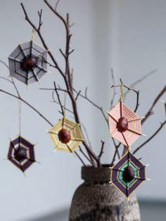 Zelf spinnenwebben maken! Ophangen en Hoppaa Prachtige herfst decoratie en perfect tegen verveling! #CreatiefHerfst