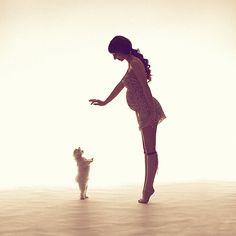 Embarazada y perrito || by Petr Osipov, via 500px