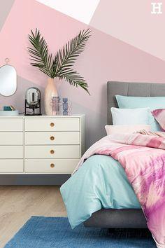 Tropical feeling mit süßem Rosa. Tolle Farbkombination!  #meinhöffi   #höffner #hoeffner #wohnen #möbel #wohnraum #wohndesign #wohnidee Beach House, Kids Room, Furniture, Studio, Home Decor, Pink, Little Cottages, Paintings, Country Dresses