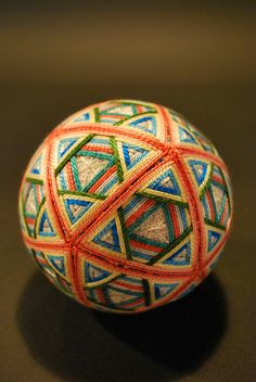 Temari ball - cool layers of triangles under pentagons under triangles All Japanese, Japanese Colors, Traditional Japanese, Japanese Style, Bowling Ball Art, Temari Patterns, Clay Faces, Arts And Crafts, Diy Crafts