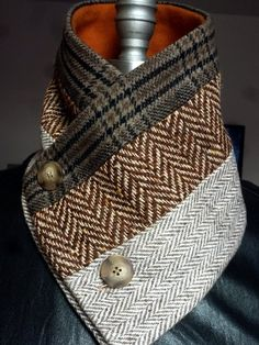 Artículos similares a 3 Panel Scarf / wool neck warmer /button fastener /tweed scarf muffler/ lined with warm fleece by Wendel Johnston en Etsy image 0 Fleece Scarf, Diy Scarf, Cowl Scarf, Sewing Scarves, Sewing Clothes, Botas Hippy, Tweed, Checked Scarf, Neck Scarves