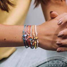 iXXXi Jewelry ist ein hochwertig, trendiges Wechselring-Schmucksystem aus Edelstahl. Es besteht aus einem Basisring mit Zierringen, Armbändern, Fussketten, Halsketten, Ohrringen und Sonnenbrillen, die in vielen Farben zusammengesetzt und kombiniert werden können. Da es eine Männer und eine Frauen-Kollektion gibt, ist es ein perfektes Geschenk, das jederzeit durch einen Zierring erweitert und verändert werden kann. Rings, Shopping, Beauty, Sunglasses, Stainless Steel, Gift, Armband, Colors, Schmuck