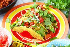 Tacos z wołowiną - przepis na klasyczną meksykańską przekąskę z wołowiną i dodatkami. Do zrobienia w mniej niż 30 minut. Proste i pyszne danie.