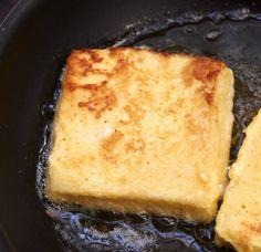 Toast frisch gebrutzelt mit herzhaftem Käse direkt von der Pfanne auf den Teller und in den Mund. Bon appétit!