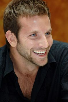 Bradley Cooper shows a nice healthy smile to compliment his other not-so-shabby features! Bradley Cooper, Jason Statham, Pretty People, Beautiful People, Celebrity Smiles, Celebrity Crush, Look Man, Hollywood Actor, Thing 1