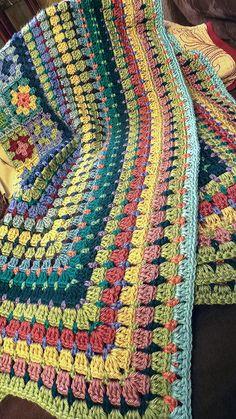 Granny Square Crochet Pattern, Afghan Crochet Patterns, Crochet Squares, Crochet Stitches, Crochet Afghans, Granny Squares, Rug Patterns, Granny Square Blanket, Crochet Crafts