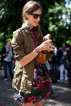 Military/Floral, Milano « The Sartorialist The Sartorialist, Look Fashion, Spring Fashion, Autumn Fashion, Womens Fashion, Home Design, Military Trends, Khaki Jacket, Cargo Jacket