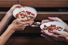Ovesná kaše s pečenými rajčaty a parmazánem Camembert Cheese, Acai Bowl, Breakfast, Food, Acai Berry Bowl, Morning Coffee, Meals, Yemek, Eten