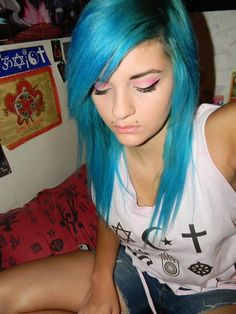 "turquoise/ teal hair  ""The dye Im using in this picture is Lagoon Blue from Punky Colour."""