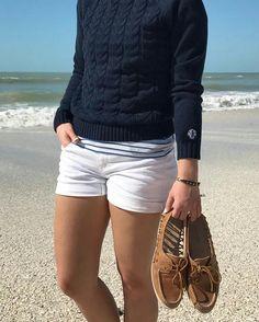 Bootsausrüstung 132 - Keep it classic - Girlie-Stil Nautical Outfits, Nautical Fashion, Preppy Fashion, Style Fashion, Boat Fashion, Petite Fashion, Curvy Fashion, Fall Fashion, Sailing Outfit