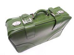Retro Leder Koffer 70er-Jahr. Sieht aus wie mein erster Koffer, ein Geschenk meiner Oma - nur in rot.