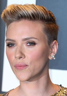 Scarlett Johansson Short Hair 2015 Oscar Look
