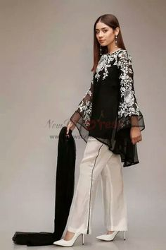 Mother of the bride pant suits black and white women outfit Pakistani Dresses Casual, Indian Dresses, Pakistani Dress Design, Stylish Dresses, Simple Dresses, Casual Dresses, Bride Dresses, Mode Abaya, Mode Hijab