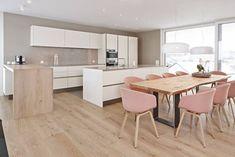 Offene Wohnküche Siematic S2 in Lack mit Theke aus Holz und Einbaugeräte von Miele