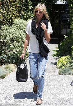 A casual Heidi Klum was spotted leaving the Andy Lecompte salon in Beverly Hills on June 12, 2014 with a fresh new haircut and a beaming smile http://dailym.ai/1joGUuv
