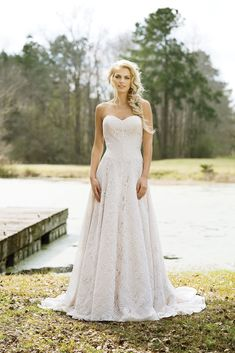 See every dress from Lillian West Spring 2017 wedding dress collection, straight from the Bridal Fashion Week! Boho Chic Wedding Dress, Vintage Inspired Wedding Dresses, Wedding Dress Accessories, Wedding Dress Trends, Perfect Wedding Dress, Wedding Ideas, Wedding Vintage, Rustic Wedding, Lillian West
