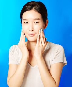 Lee, Chang and Yoon have offered plenty of superstar Korean skin care products to help you achieve the coveted look. Keep reading to find out the best Korean skin care products for glass skin. Skin Secrets, Beauty Secrets, Beauty Hacks, Beauty Products, Makeup Products, Diy Beauty, Morning Beauty Routine, Beauty Routines, Skincare Routine