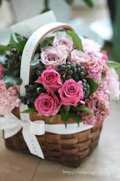 Flower basket by Tempting Tulips. 꽃바구니 by 템팅튤립스. Special Flowers, My Flower, Pretty Flowers, Pink Flowers, Basket Flower Arrangements, Floral Arrangements, Flower Shop Design, Flower Designs, Arte Floral