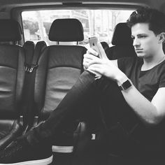 Regardez cette photo Instagram de @charlieputh • 10.7 000 mentions J'aime