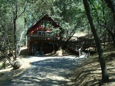 Pine Mountain Lake is a beautiful, gated resort community 26-miles to the North entrance of #Yosemite National Park (Hwy 120). A TREE HOUSE is a privately-owned vacation rental home in Pine Mountain Lake ( #Groveland, CA 95321). For details, master calendar & online booking: http://www.yosemiteregionresorts.com/96471.htm. Professionally managed by Yosemite Region Resorts. #California #Holiday #Summer #Retreat #Cabin #VacationRental #PineMountainLake #Resort