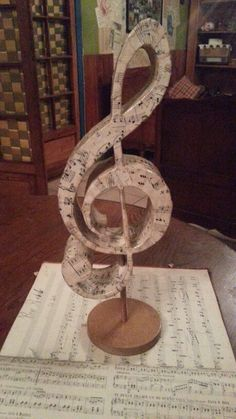 Notas musicales Chile 88812499 Music Centerpieces, Party Centerpieces, Music Themed Parties, Music Party, Diy And Crafts, Arts And Crafts, Paper Crafts, Gift Crafts, Sheet Music Crafts