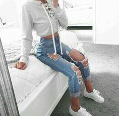 46 Wunderbare zerrissene Jeans Winter Outfits Ideen – X Mode Frauen 46 wonderful ripped jeans winter outfits ideas Jeans Outfit Winter, Outfit Jeans, Winter Outfits, Casual Outfits, Cropped Hoodie Outfit, Cropped Sweater, Grey Sweater, Cute Jean Outfits, Fall Pants