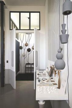 Home Decor Decals, Folding Seat, Interior Design, Interior Windows, Inside Home, Home Decor, Home Hacks, Wooden Lamp, Furniture