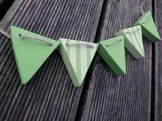 Wimpelkette Girlande aus Holz - Wunschtext von Dallerdeern auf DaWanda.com