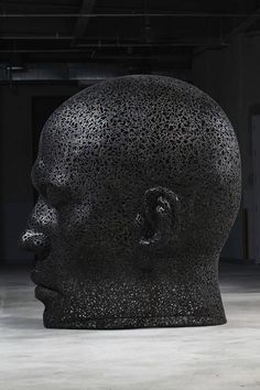 Meditative Sculptures with Metal Chain by Young-Deok Seo _