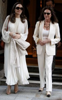 Angelina Jolie Pictures, Angelina Jolie Photos, Jacqueline Bisset, Off White Dresses, Red Carpet Dresses, British Actresses, Casual Chic Style, Beautiful Actresses, Summer Looks
