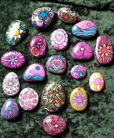 My creations - Kunst Pebble Painting, Pebble Art, Stone Painting, Diy Painting, Rock Painting Patterns, Rock Painting Ideas Easy, Rock Painting Designs, Diy Crafts To Do, Rock Crafts