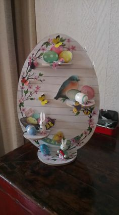 April Easter, Easter Egg Designs, Easter Wreaths, Easter Baskets, Easter Crafts, Easter Eggs, Decoupage, Decorative Plates, Christmas Decorations