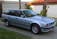 BMW 530i Touring ANO 1995 COR PRATA  PREÇO R$ 35.000,00  Motor 3.0 V8 M60 com câmbio automático, interior em couro preto 100% original, teto solar, 87.000 km originais, estepe original sem uso, raro modelo E34 Touring, veiculo em excelente estado de conservação.  Contatos: www.brunelliveiculosantigos.com.br  atendimento@brunelliveiculosantigos.com.br 01699729-9859/0163262-2060  VISITAS TERÃO QUE SER PRÉ AGENDADAS ATRAVÉS DO TELEFONE.