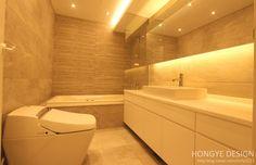 욕실 : 모던스타일 욕실 by 홍예디자인