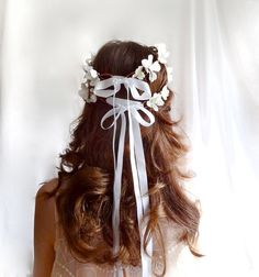 Flower crown and Ribbon, two big girls' favorite on big day.
