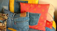 30 ways to transform your old jeans.Cut the pockets off your old jeans to create these BRILLIANT ideas! Your old jeans never looked so good. Army Jeans, Old Jeans, Denim Comforter, Folding Jeans, Patriotic Bunting, Denim Scraps, Pillos, Jean Crafts, Painted Jeans